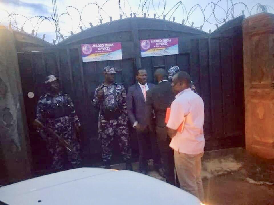 Police raid Adjumani radio station for hosting Besigye