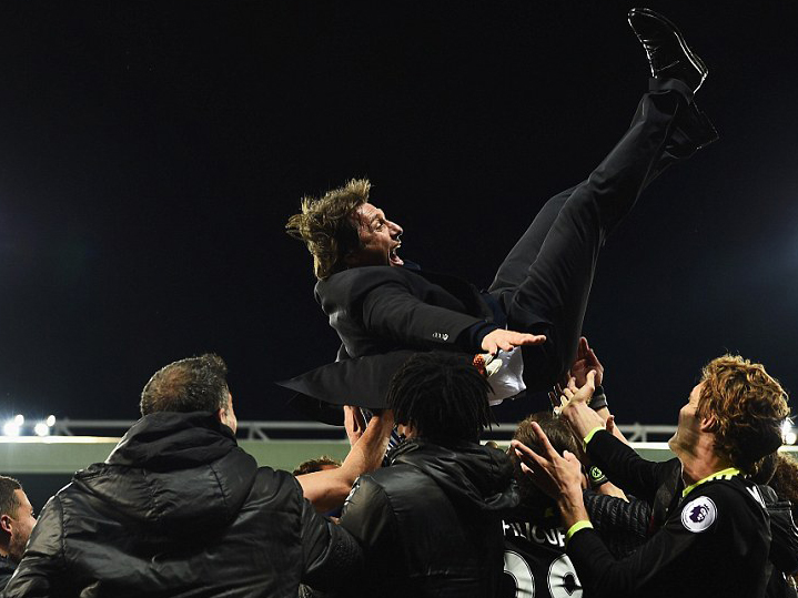 Chelsea players celebrate with manager Antonio Conte.