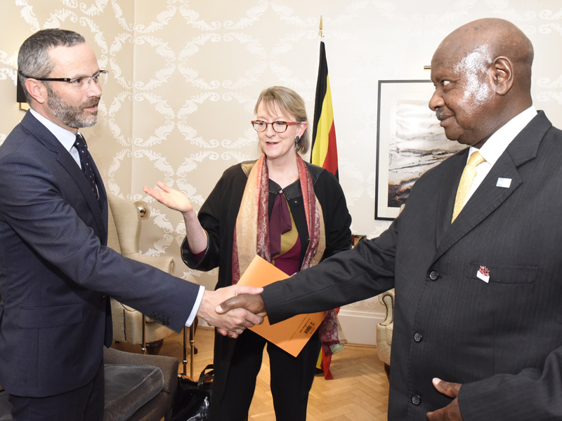 Museveni greets officials in London after his meeting with Marecheu yesterday. Courtesy.