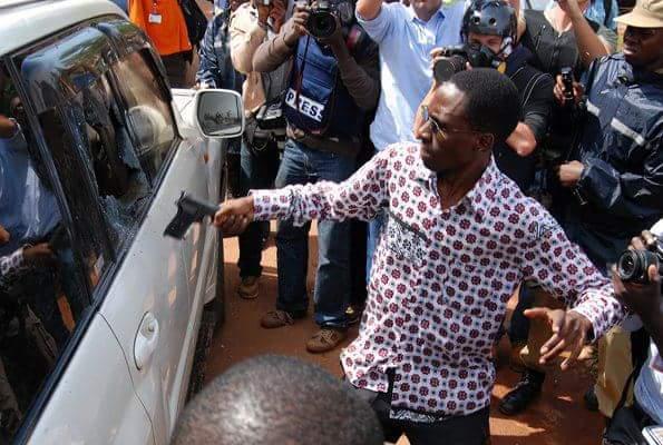 Arinaitwe smashing Besigye's car in 2011