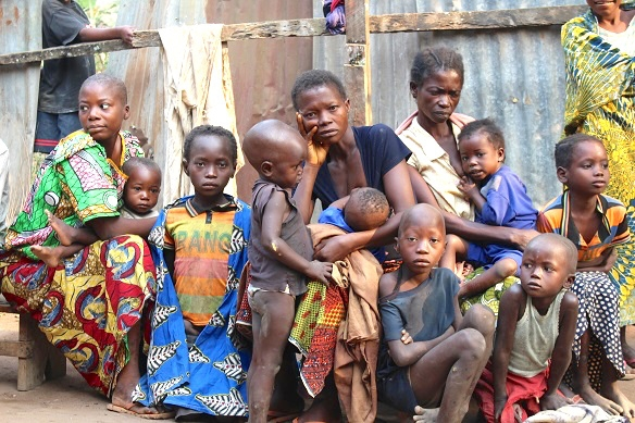 Caption: A group of people displaced by conflict in Dibumba, Tshikapa, Kasai region of DRC. IRIN picture.