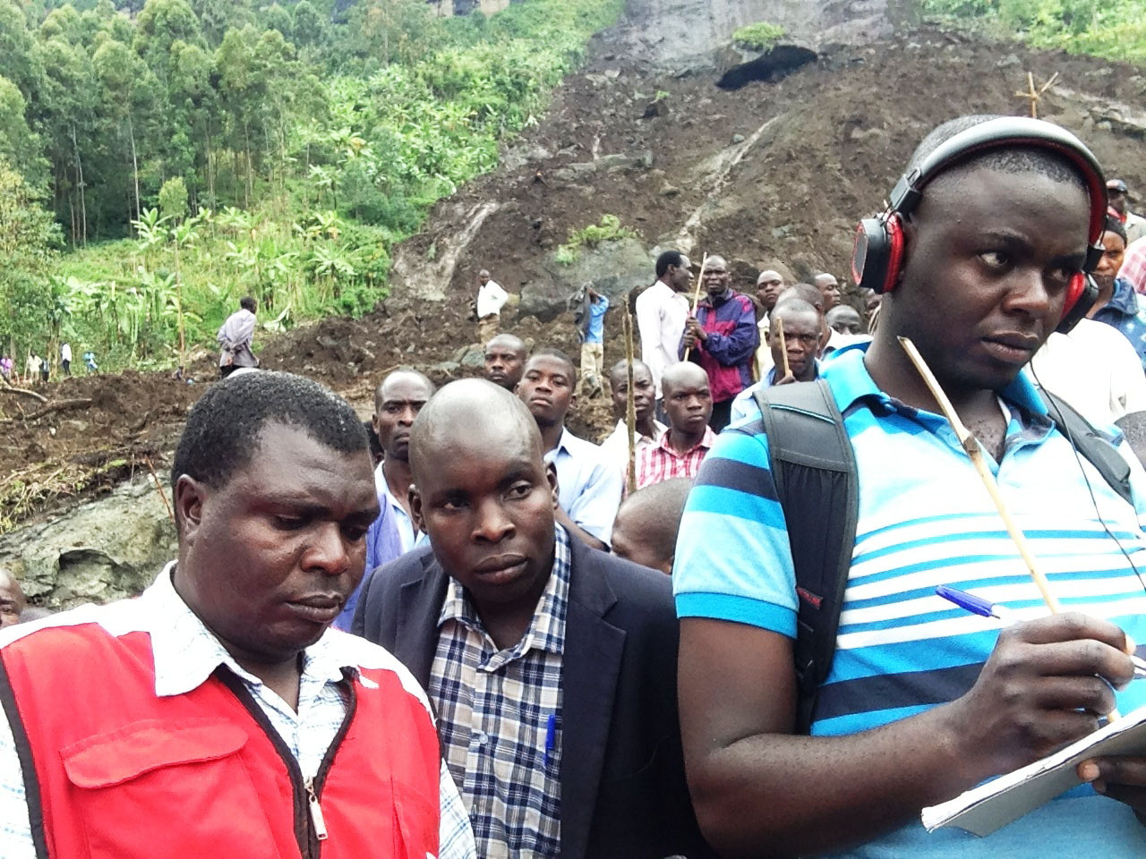 Journalists and Red Cross first responders at the scene of the Sironko disaster. Photo by David Oduut.