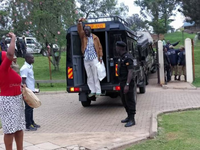 Besigye arriving at the court 1