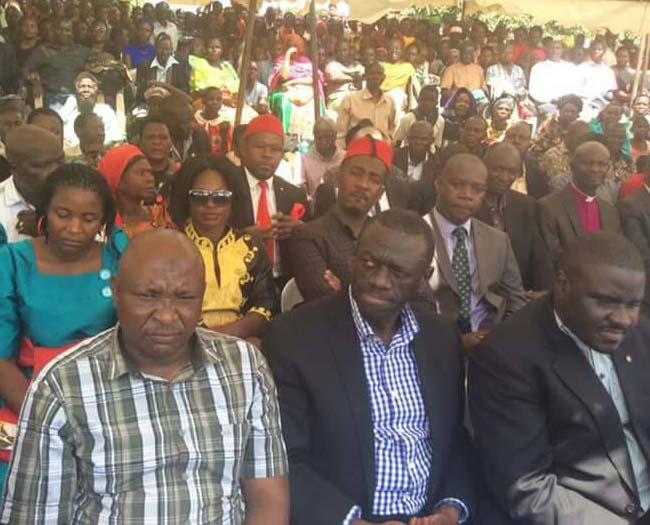 Dr Kizza Besigye (centre) was among several mourners who attended the burial of Mzee Nsamba in Masaka.
