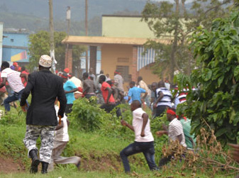 Police battle Rukungiri residents who were protesting removal of the presidential age limit. Courtesy photo.