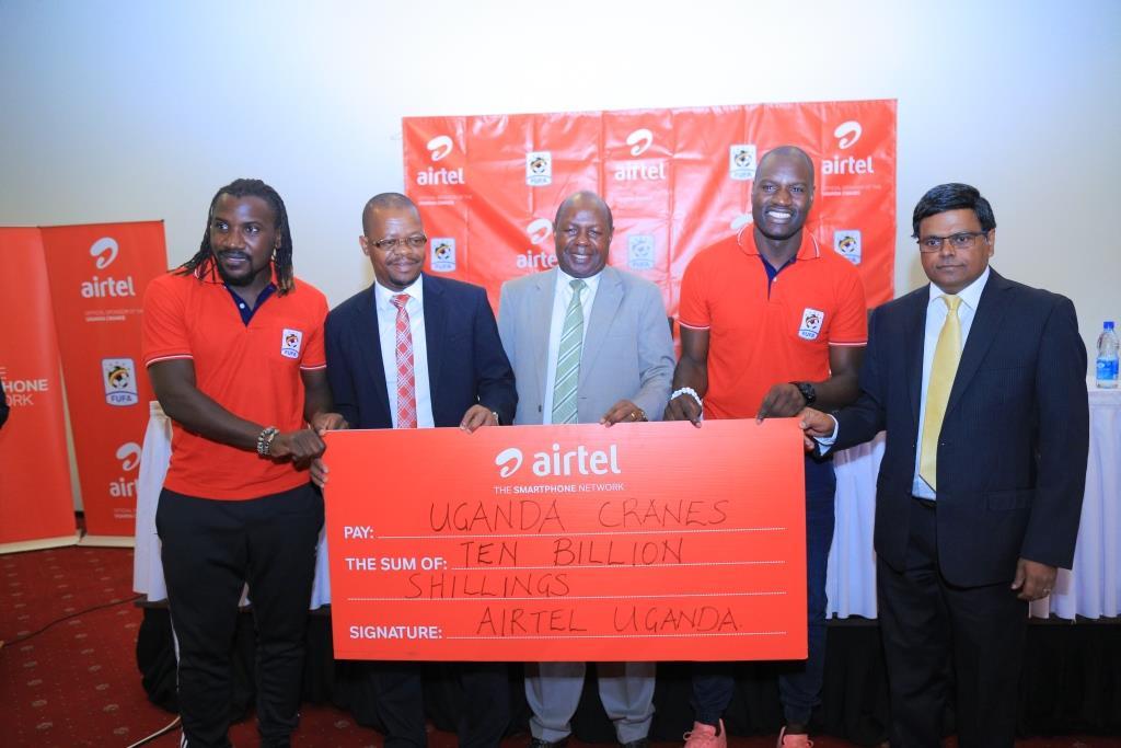 Airtel Uganda MD V.G. Somasekhar (right) poses with H0n. Bakkabulindi, Eng Magogo and Uganda Cranes players