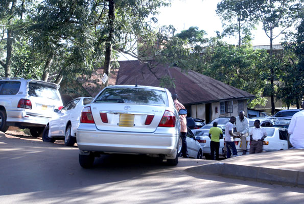 Cars and dealers at the land off which Ssebuwufu's Pine Car Bond have been evicted.