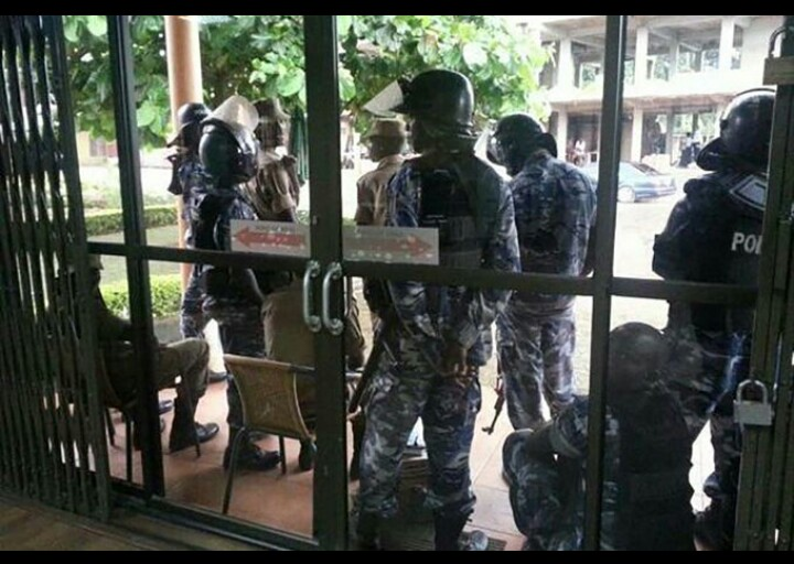 Policemen who have been deployed at the Red Pepper offices in Namanve were withdrawn this evening.