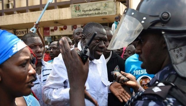 Dr Kizza Besigye confronts a poilce officer recently: NET PHOTO