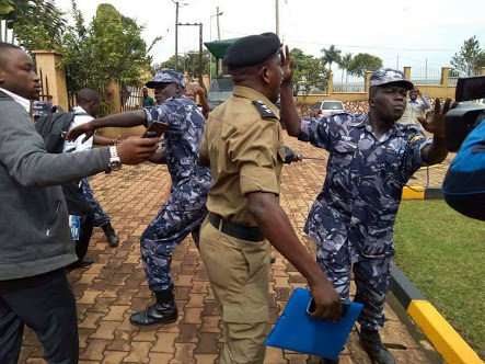 Police officers were involved in a scuffle with journalists as Kirumira tried to force the scribes into the police court on Monday.