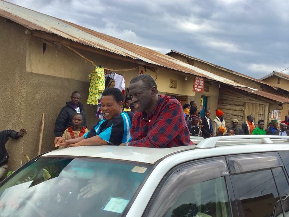 Kizza Besigye joins Betty Muzanira, the FDC flag bearer, in the District Woman MP for a campaign rally (PML PHOTO)