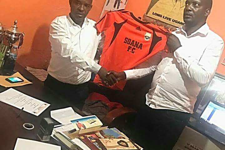 Soana FC owner, Smart Obed (left) hands Wasswa Bbosa (right) a Soana Jersey on Tuesday evening (Photos by Agencies)