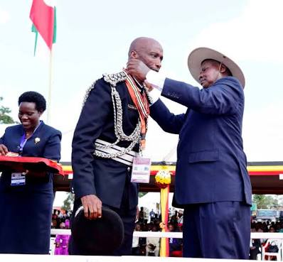 President Museveni decorates Gen Kayihura at a recent ceremony.  The Opposition have asked the President to take responsibility for Kayihura's criminality during his reign as IGP.