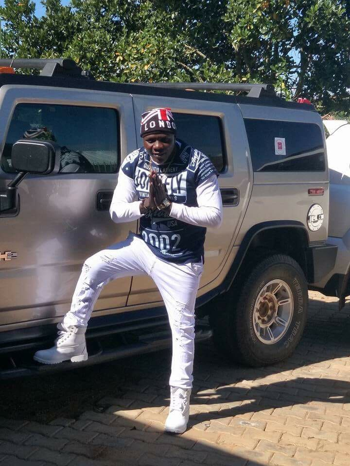 Mbarara based singer Gen Van Allan accuses Feffe Bussi and Spice Diana for stealing his song.