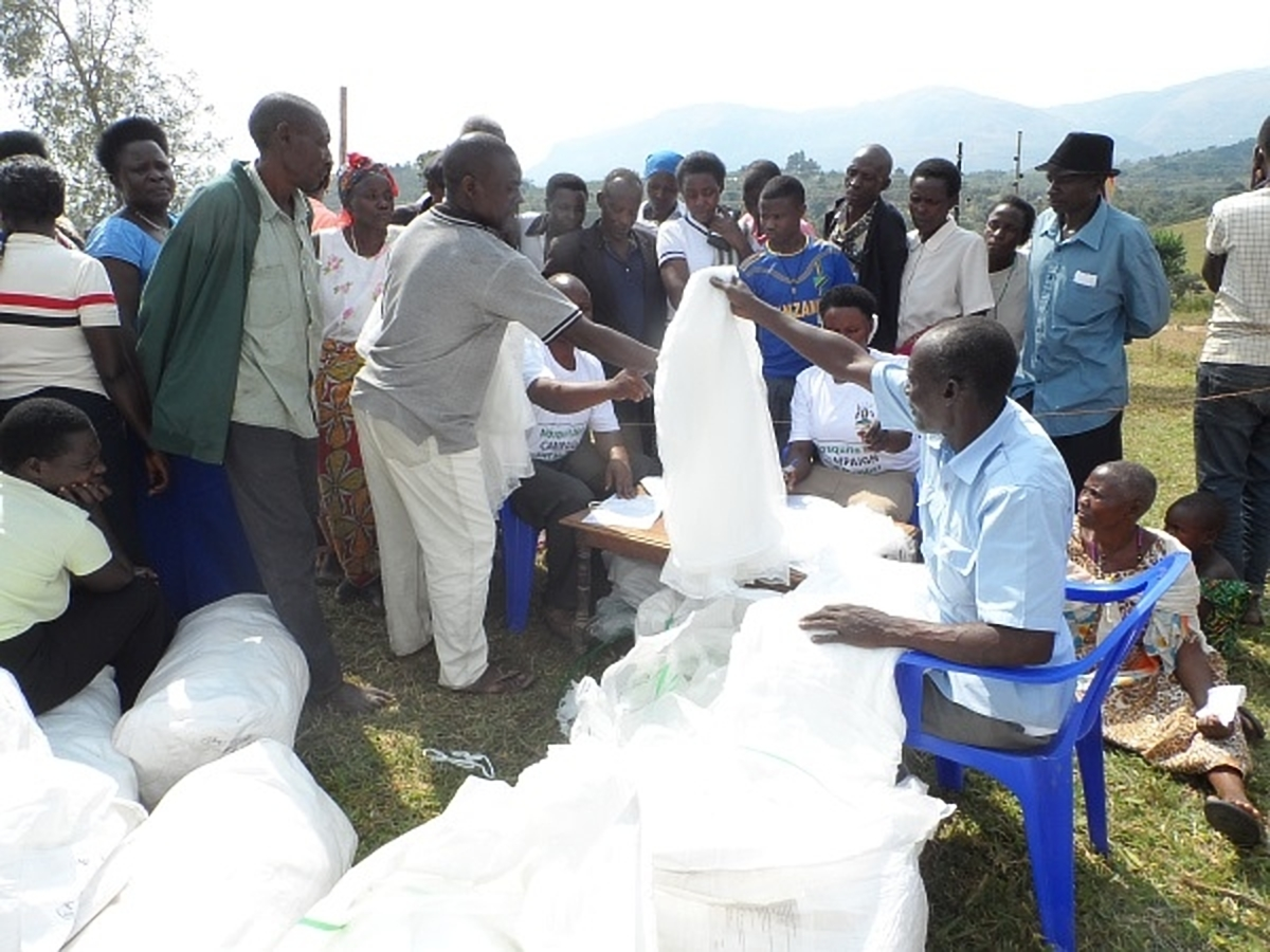 Locals receive treated   mosquito-nets. (PHOTO/ MOH)