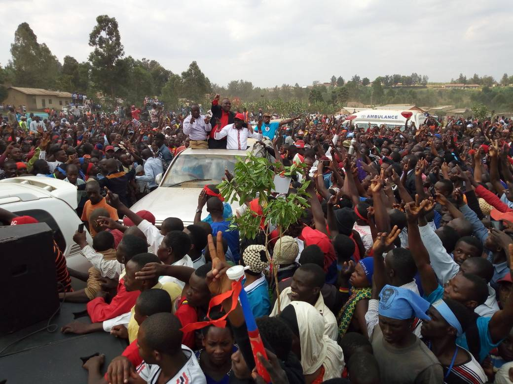 Ex-FDC party President Dr. Kizza Besigye is joined by Buhweju MP Francis Mwijukye as they traverse Kabwohe town campaigning from Virginia Plan Mugyenyi ahead of the Sheema Municipality by-elections (PML Daily Photo)