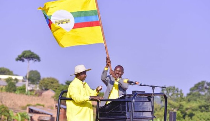President Museveni Campaigns For NRM flag bearer, Yassin Kyazze, in Njeru Mayoral Seat t Buwagajjo Health Center 3 in Nyenga Division in Central Region's Buikwe District ahead of officially deliverying an Ambulance Wednesday July 25 (PML Daily Photo)