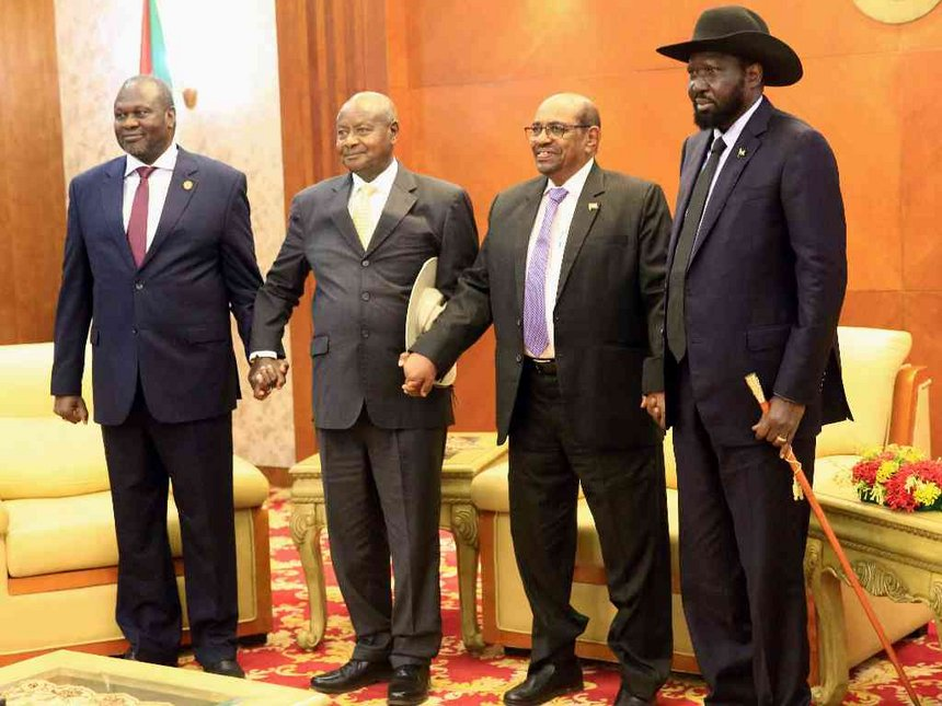 Above are South Sudan, Riek Machar (left), Salva Kiir (extreme right), Museveni, al-Bashir(second right). Museveni is hosting a third face-to-face discussion at State-House Entebbe between  president Salva Kiir and his former deputy turned rival Dr Riek Machar