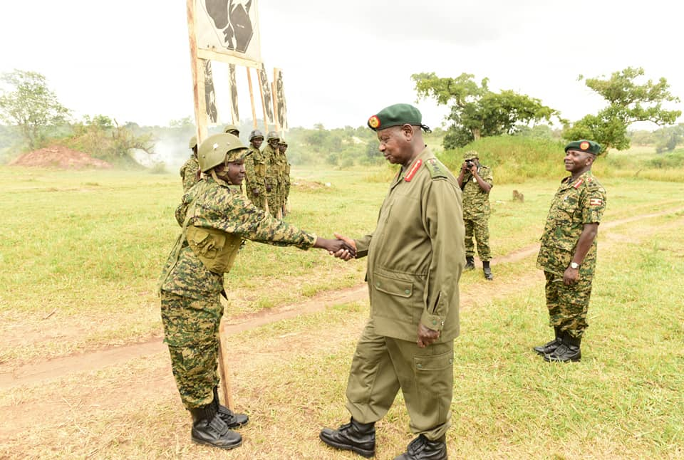 President Museveni congratulate one of the female army officers (PPU PHOTO)