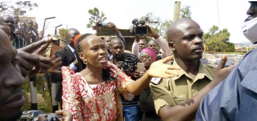 Barbara Itungo, wife to the ailing Kyadondo East MP Robert Kyagulanyi revealed that his husband was brutally arrested and whisled away  (FILE PHOTO)