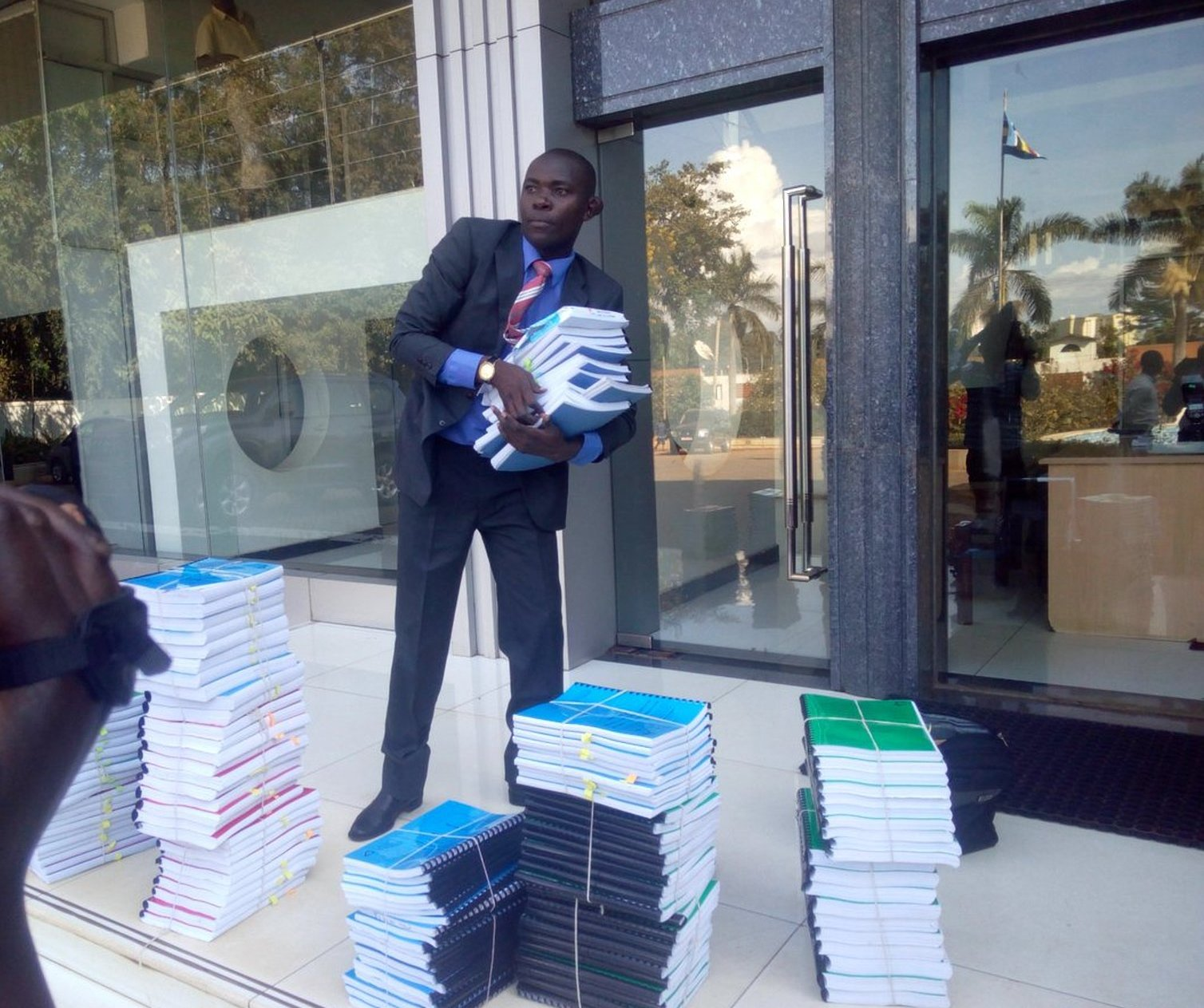 City lawyer Mabirizi arrives at the Supreme Court on August 13, 2018, in dramatic style with his 154 Age books challenging the Constitutional Court ruling on age limit recently (PHOTO/File)