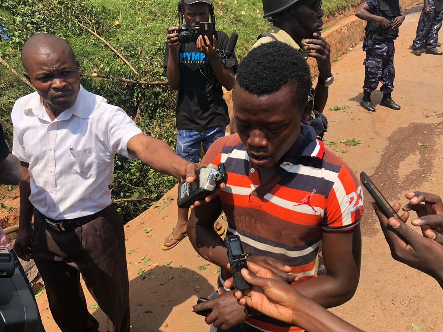 One of the youths narrates the ordeal that saw the police intervene to disperse youths that protested the continued detention and torture of Kyaddondo East MP Robert Kyagulanyi alias Bobi Wine in Kamwokya, a Kampala surbub (PML Daily PHOTO)