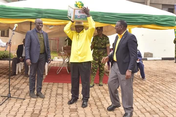 President Museveni tours Mr. Bassajabalaba's tea factory (PPU PHOTO)