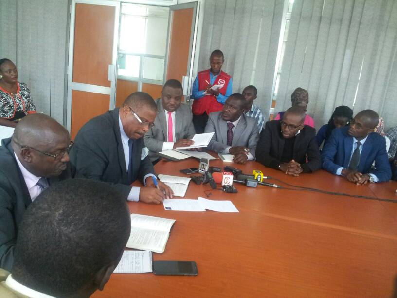 COMMENTS  City lawyers Elias Lukwago, Medard Segona and Andrew Karamagi have this afternoon met the UHRC Chairperson Medi Kaggwa to order the government to release the incarcerated MP Robert Kyagulanyi to access specialised treatment