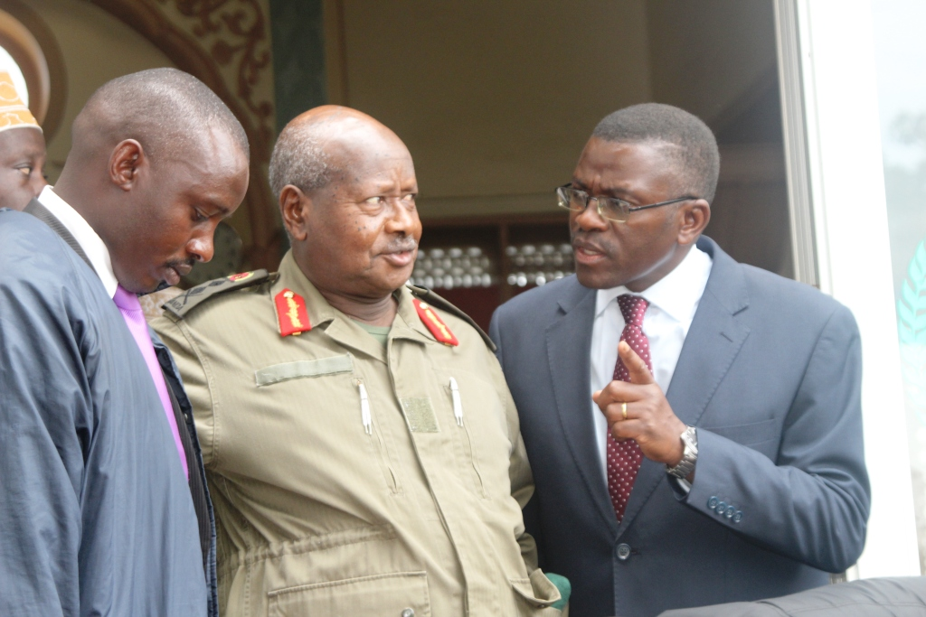 Katikkiro of Buganda, Charles Peter Mayiga [R] stresses a point to President Museveni at a ceremony recently. (FILE PHOTO)