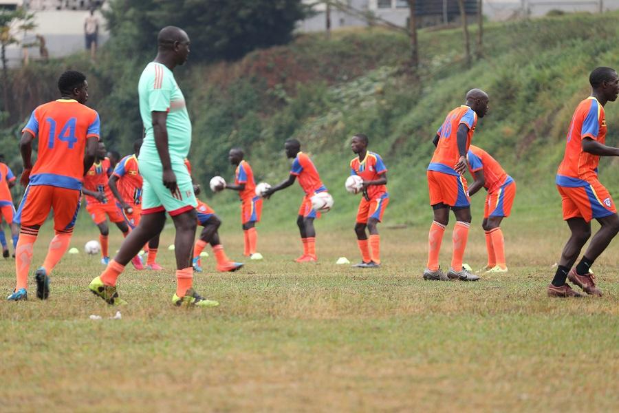 Wakiso Giants' head coach Ibrahim Kirya (in light green) conducting a training session in Kabojja (file photo)