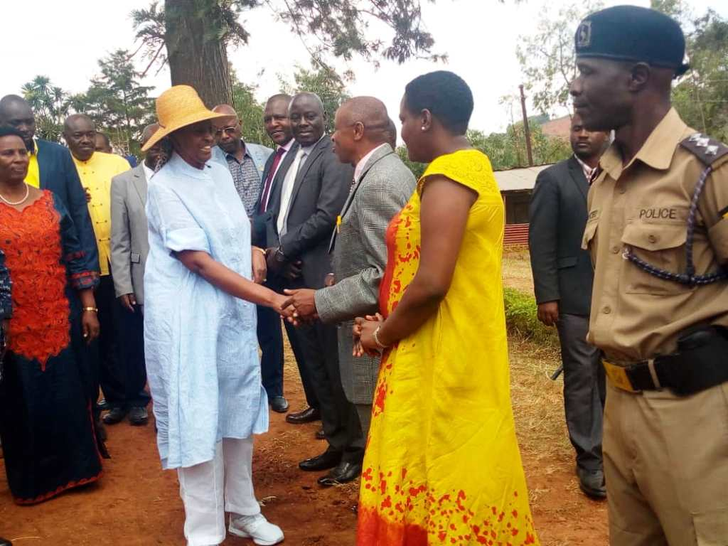 Minister Janet Museveni being welcomed by headteacher of Ruhaama county Tumutoreine Nicholas at Ruhaama SS (PML Daily PHOTO)