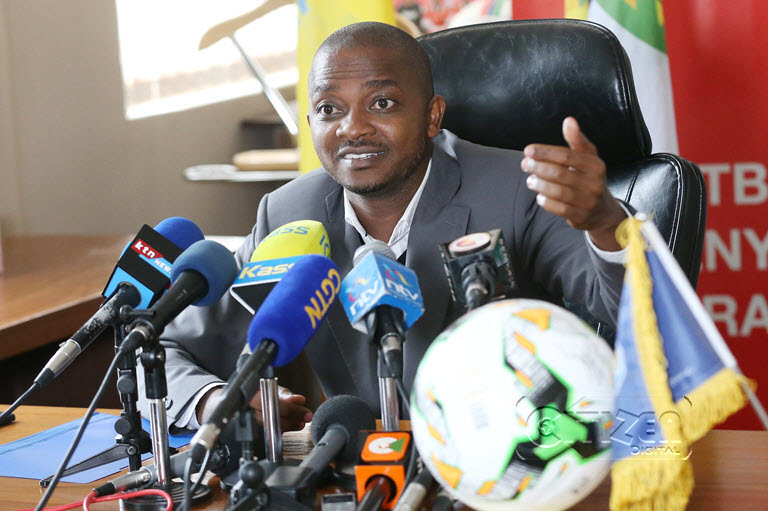 Nick Mwendwa speaking to the media about Kenya withdrawing from hosting this year's CECAFA (photo by Agency)