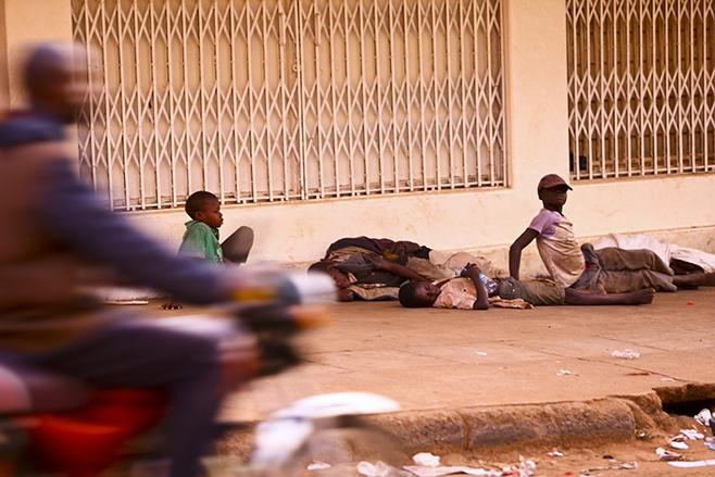 Homeless children sleeping along the streets. (FILE PHOTO)