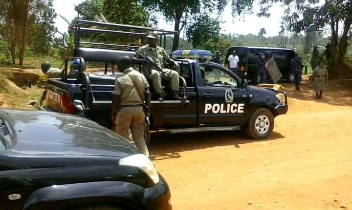 Police deploy at ex-FDC President Kizza Besigye's home in Kasangati August 23 before he was arrested and driven to Naggalama Police Stations (PML Daily PHOTO)