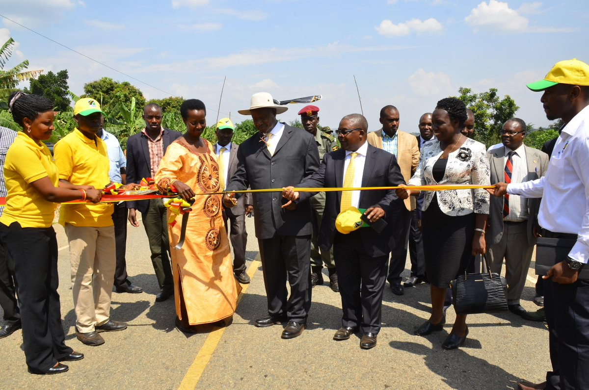 President Museveni accompanied by UNRA ED Allen Kagina Commission Kazo-Kamwenge Road at Ishongororo,Ibanda district. Museveni has sanctioned the disbandment of UNRA in a recent meeting (FILE PHOTO)