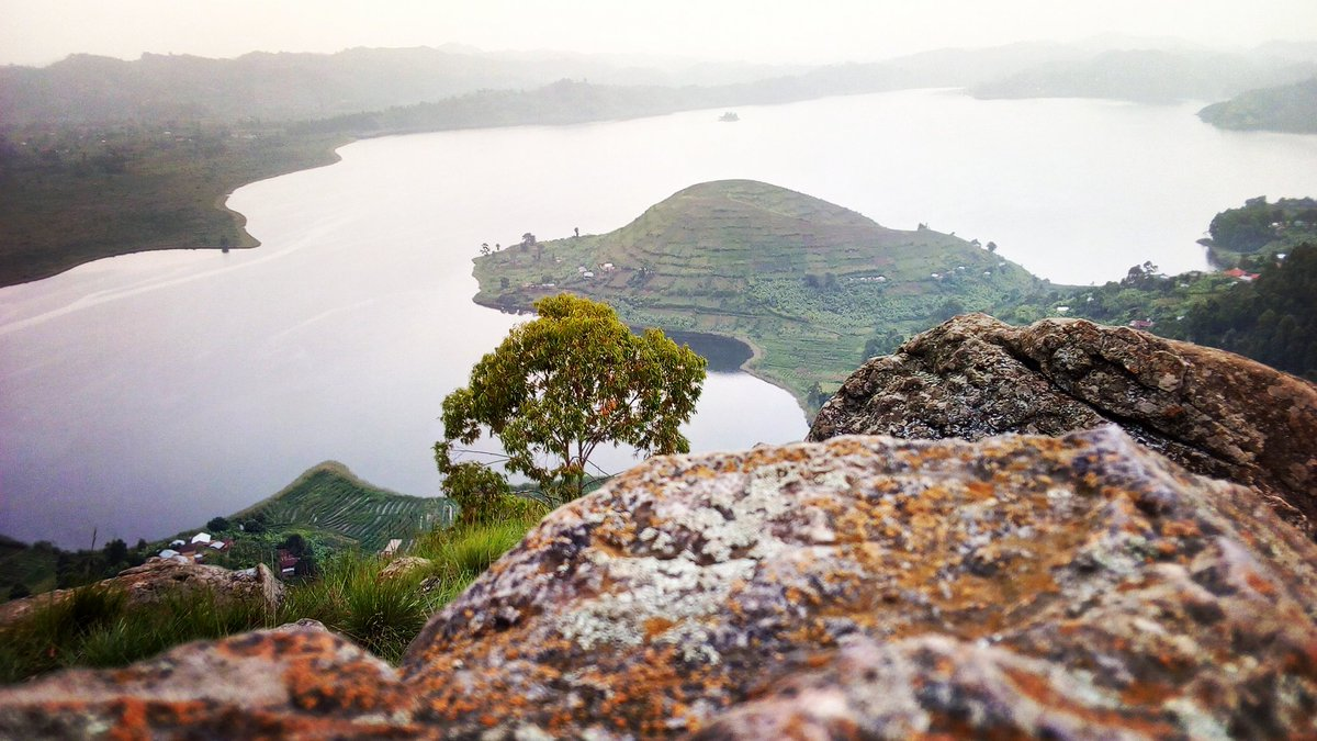 Two people drowned when a canoe they were sailing in on Lake Mutanda capsized September 1 (FILE PHOTO)