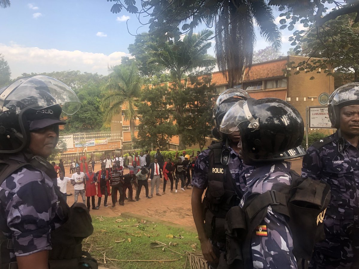 Police face off with MUK Students who esxpressed dissatisfaction over the new tuition policies September 10 (PML Daily PHOTO)