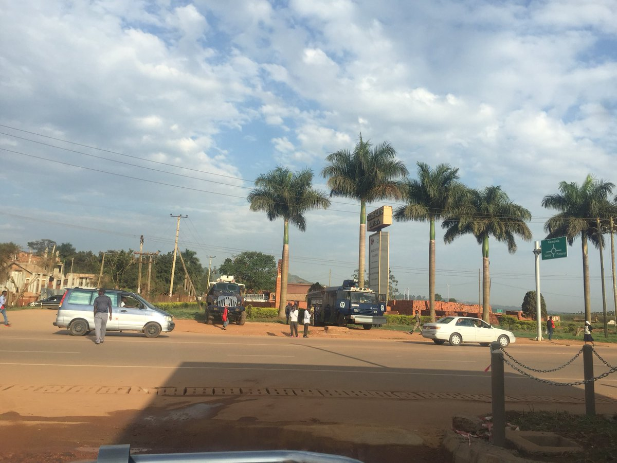 Police trucks at Kajjansi on standby to disperse any public procession on Entebbe Road ahead of Bobi Wine's return Thursday September 20 (PML Daily PHOTO)