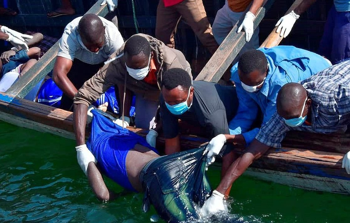 Rescue workers handle the body of one of over the 220 people that perished when ferry MV Nyerere capsiszed (FILE PHOTO)