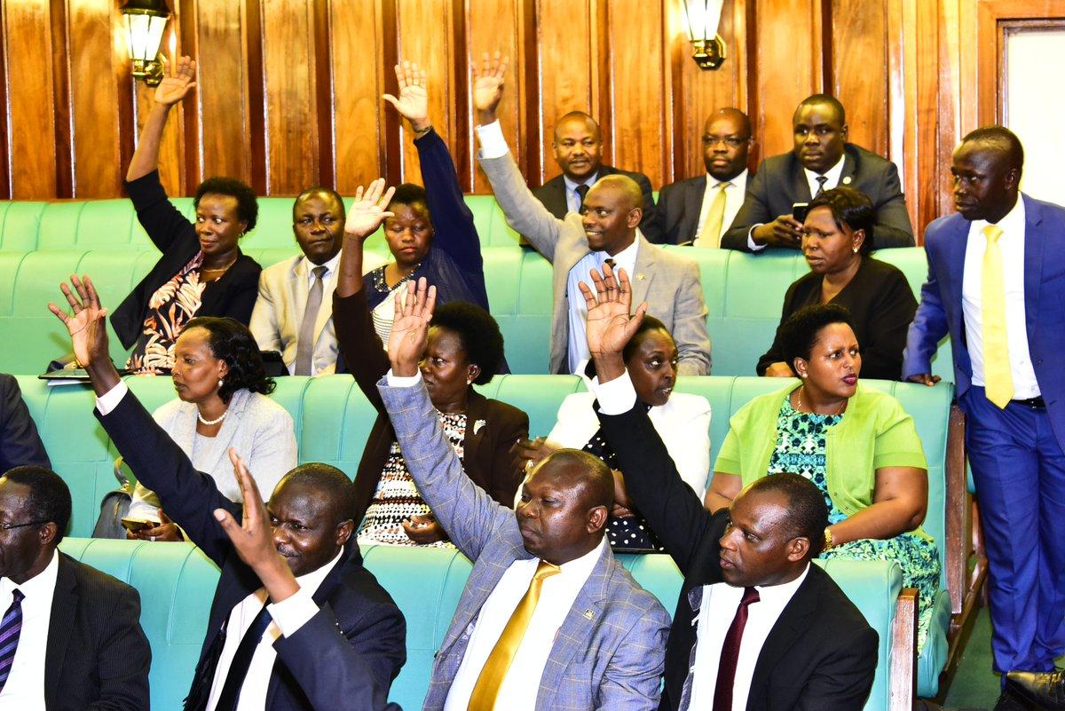 Legislators vote on a bill in Parliament recently. (PHOTO/File)