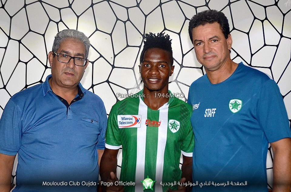 Milton Karisa (center) with officials after signing for the Moroccan club (courtesy photo)