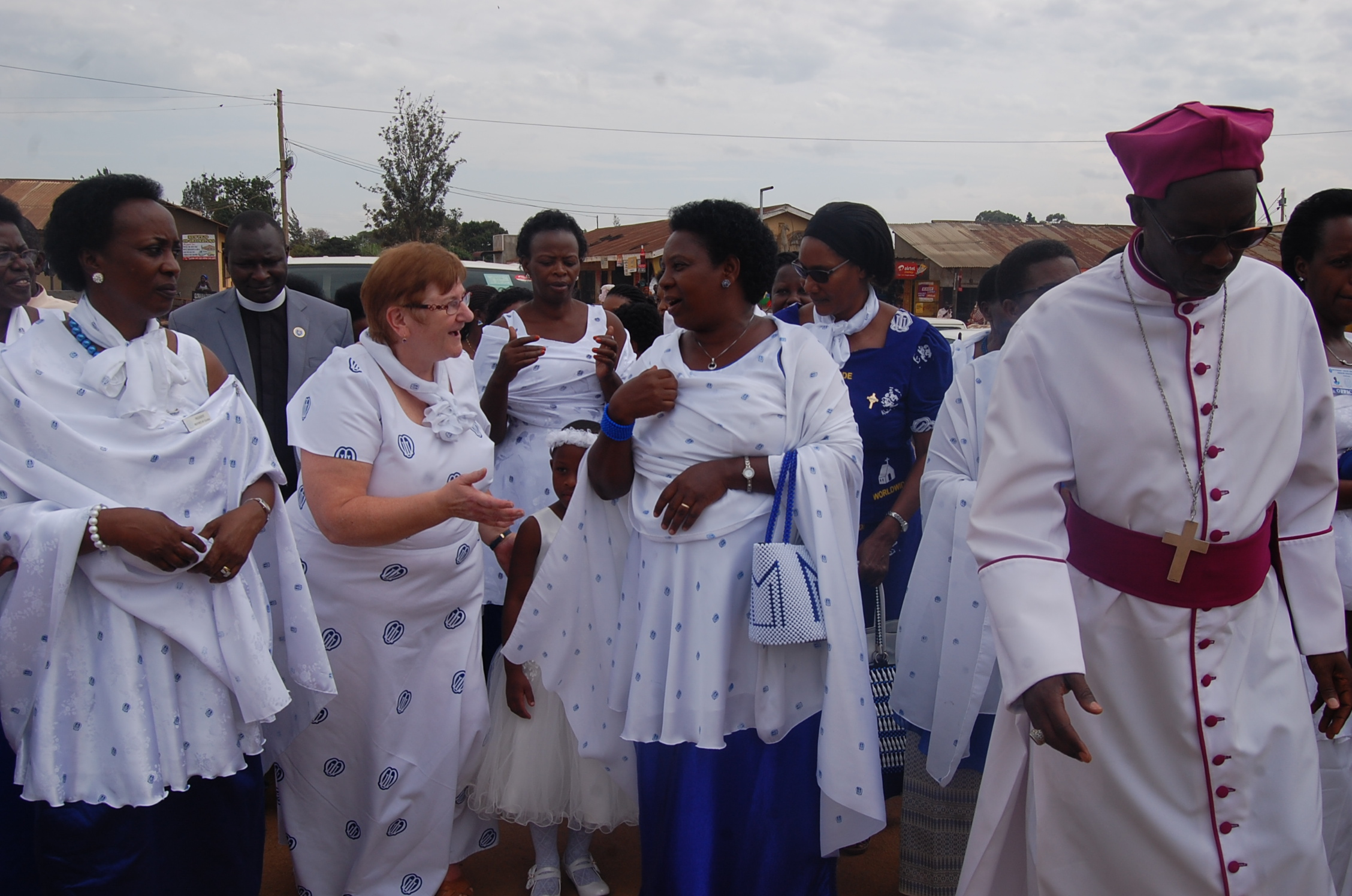Worldwide Mothers Union President Ms Lynne Tembey(2nd left) after being welcomed at Ankole diocese in Mbarara on Friday September 28 (PML Daily PHOTO)