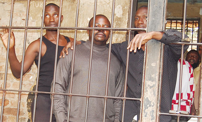 Pastor William Muwanguzi 'Kiwedde' (Center) in the dock after his first foiled attempt at prison break in 2014.