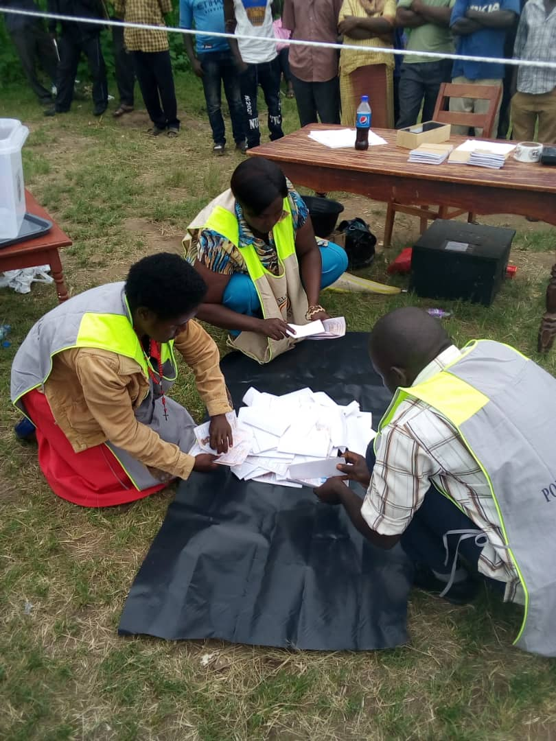 Vote tallying under way at Rweibare polling station in the October 8 Sheema North by-elections (FILE PHOTO)