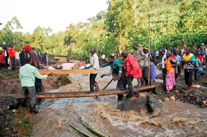 The October 11 mudslides in Bududa washed away close to 100 homes. Rescue teams do their best. Rotary Club of Uganda Mbale chapter has rallied support for the affect communities (FILE PHOTO)