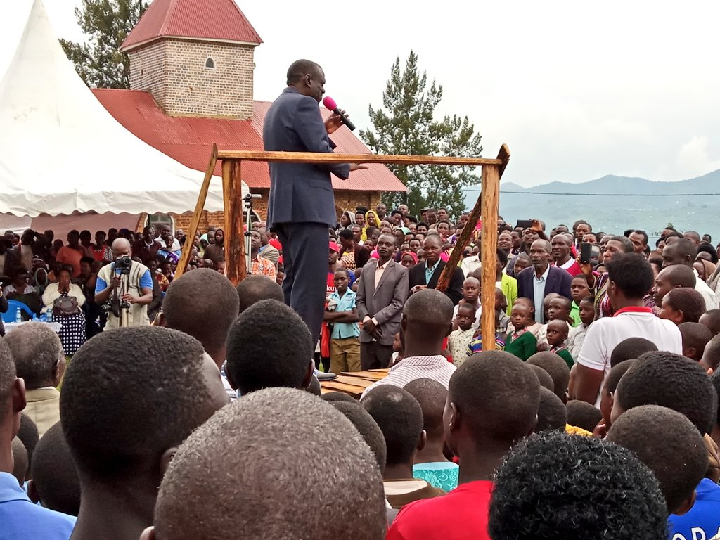 Former FDC party President Dr. Kizza Besigye engages the crowd at the launch of FDC group Nyamba-Nkuyambe Association in Nyakabungo, Rubabo Constituency, Rukungiri (PML Daily PHOTO)