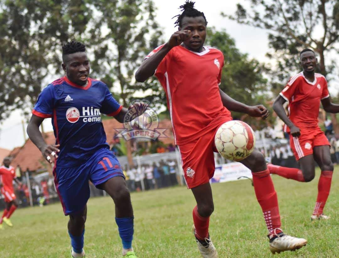 Vipers' Duncan Sseninde (left) and Kirinya's (Isaac Isinde) in action on Tuesday (photo by Vipers' media)