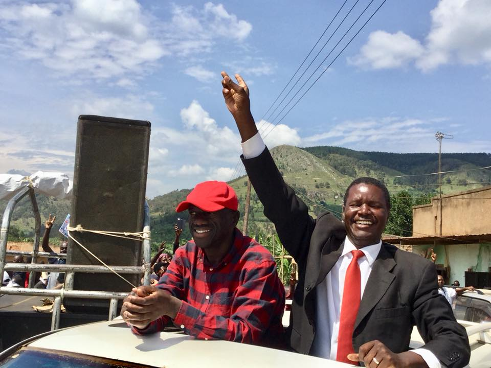 Former Party President Dr. Kizza Besigye joins FDC flag bearer for Sheema North by-elections, Guma Nuwagaba as they rally for support ahead of the Oct 8 by-elections (PML Daily PHOTO)
