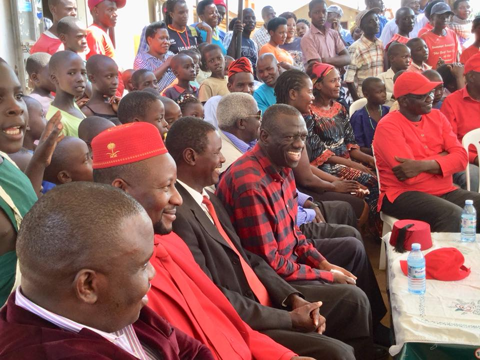 Former Party President Dr. Kizza Besigye is joined by Erias Lukwago and  FDC Secretary General Ssemujju Nganda in Sheema as they traverse villages of Nyakambu TC, Kaaju, Omukagando, Ahamushanju, mobilising people to turn up in big numbers on Monday October 8 (PML Daily PHOTO)