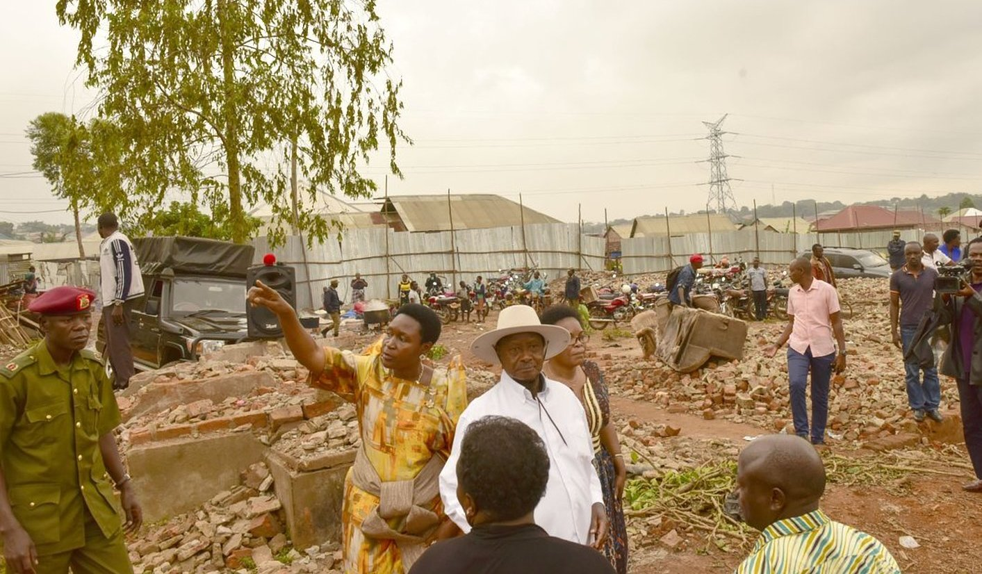 President Museveni has halted any further demolition of houses in farm zone Lusanja in wakiso district. This was during a visit to the area where over 2000 people have been left homeless after forcefully being evicted (PPU PHOTO)